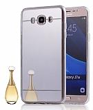 Eiroo Mirror Samsung Galaxy A8 Silikon Kenarlı Aynalı Silver Rubber Kılıf