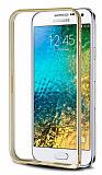 Eiroo Samsung Galaxy E5 Gold Çizgili Round Metal Bumper Çerçeve Gold Kılıf