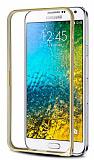 Eiroo Samsung Galaxy E7 Gold Çizgili Round Metal Bumper Çerçeve Gold Kılıf
